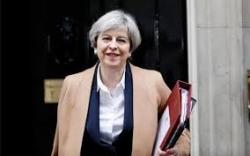 Regno Unito, un'indebolita May fa appello agli avversari