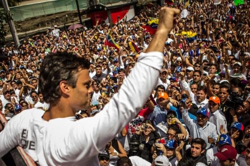 Venezuela, il leader temuto da Caracas ai domiciliari, ma le opposizioni non si fermano