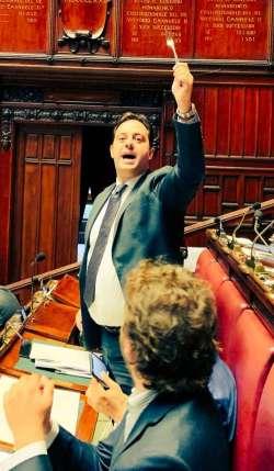 Benvenuti al circo Barnum della Camera: ecco come si distingue la politica abruzzese