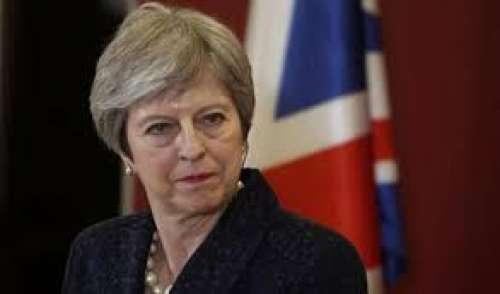 I dolori di Theresa May e della Brexit: è fuga dal governo