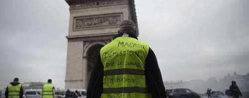 Macron, le briciole e quei gilet in cui (non) si specchia la politica