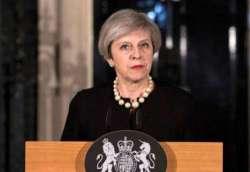 Brexit, May nell'angolo: ora se la prende con Blair