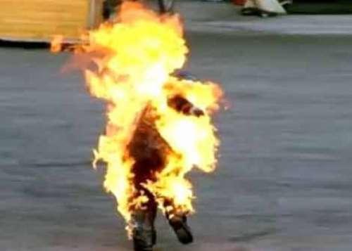 Tunisia, riecco la protesta sociale: giovane si dà fuoco