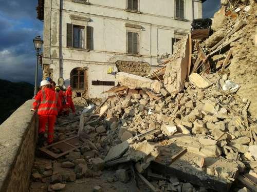 Sisma centro Italia: Accumuli lotta per non morire