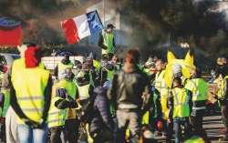 Altro colpo per Macron: i gilet gialli diventano un partito