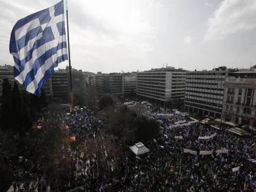 Atene protesta: la Macedonia è greca. Ma l'accordo di Prespa si farà