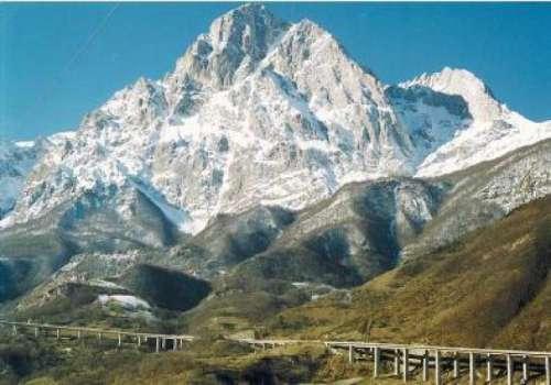 """Alemanno a L'Aquila per """"Gran Sasso. Memoria di roccia e di neve"""""""