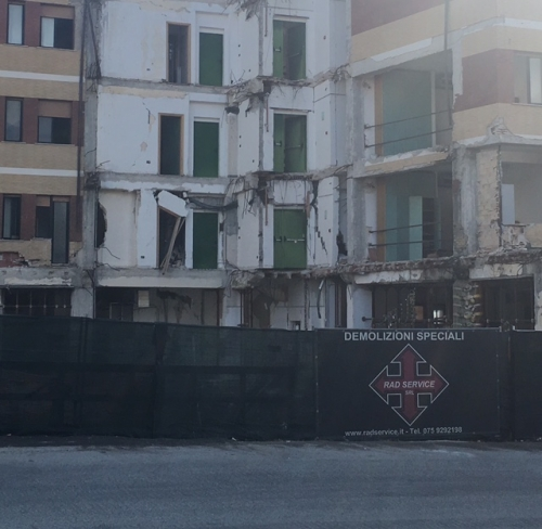 Terremoto L'Aquila, venerdì inizia l'abbattimento dei resti della casa dello studente.