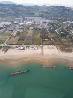 Mare colorato a Martinsicuro, colpa alga