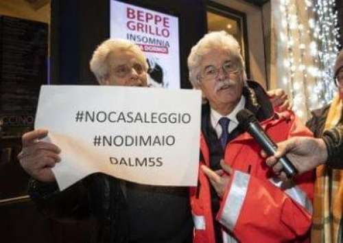 Razzi consegna l'ambulanza a Grillo