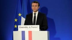 Doppio colpo del presidente francese Macron all'Italia