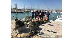 Guardia Costiera, vongolare in mare