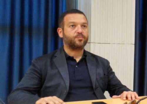 Arap ingovernabile, Leombroni si dimette